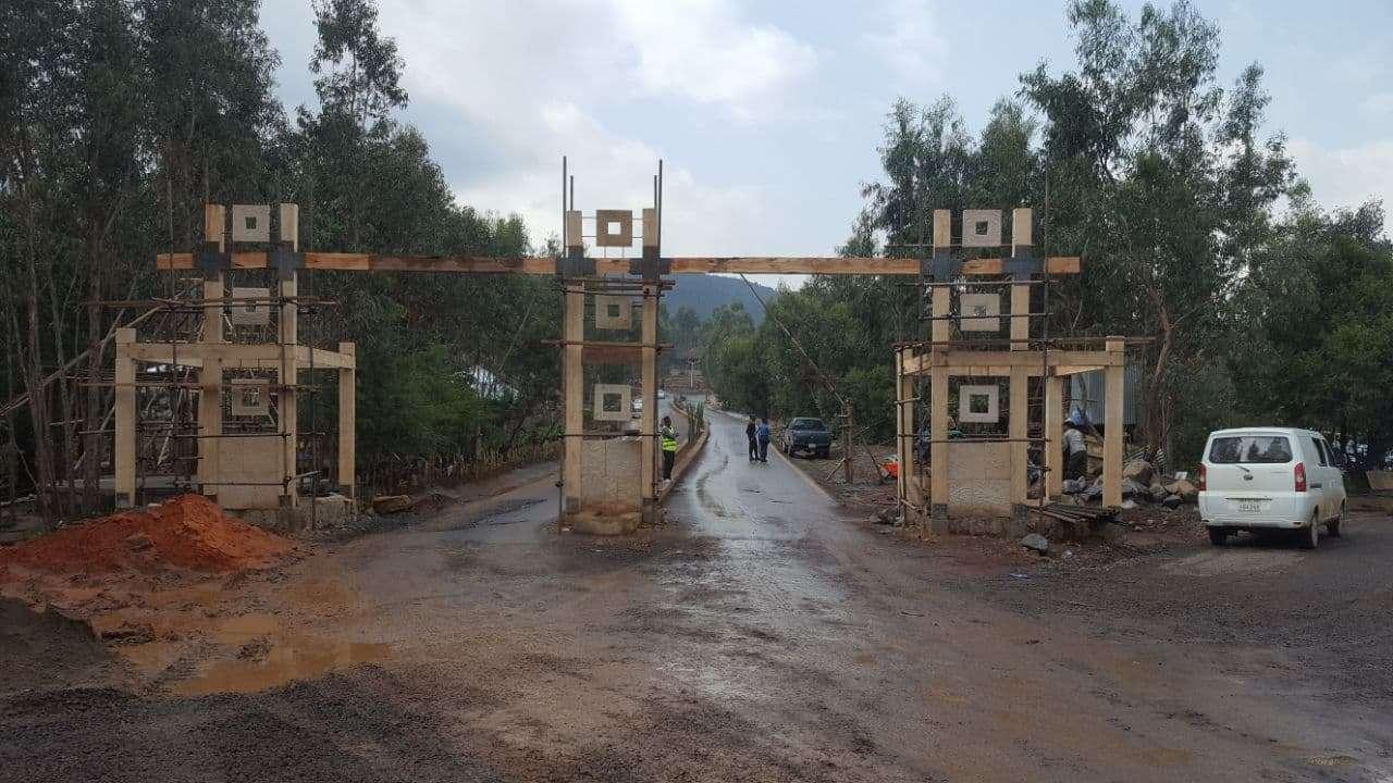 Michael side gate